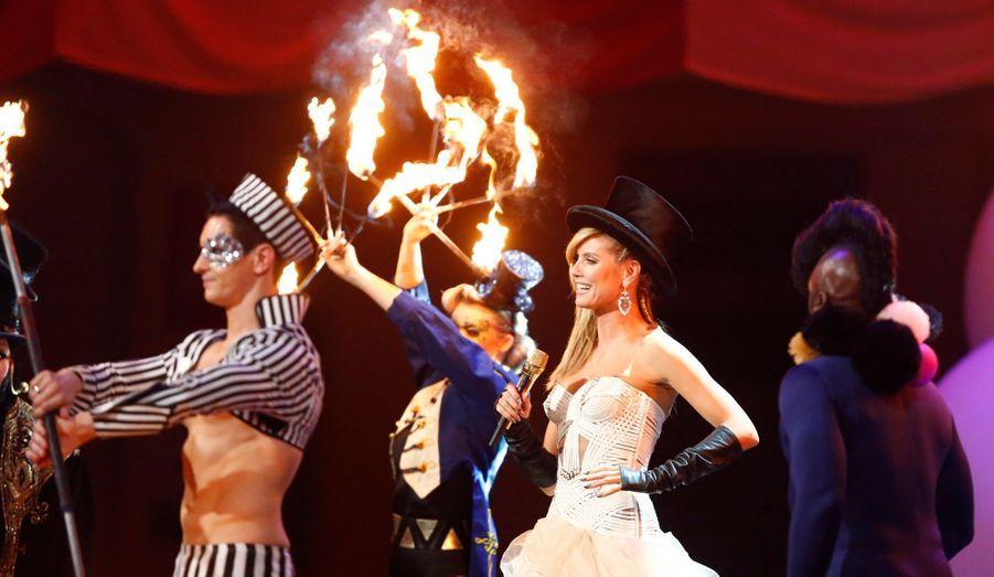 Les European Music Awards, organisés par MTV à Francfort, ont été dimanche soir un grand spectacle. La maîtresse de cérémonie n'était autre que le top model allemand Heidi Klum, entourée de stars ayant fait le déplacement pour l'occasion: Alicia Keys, No Doubt, Taylor Swift et bien d'autres...