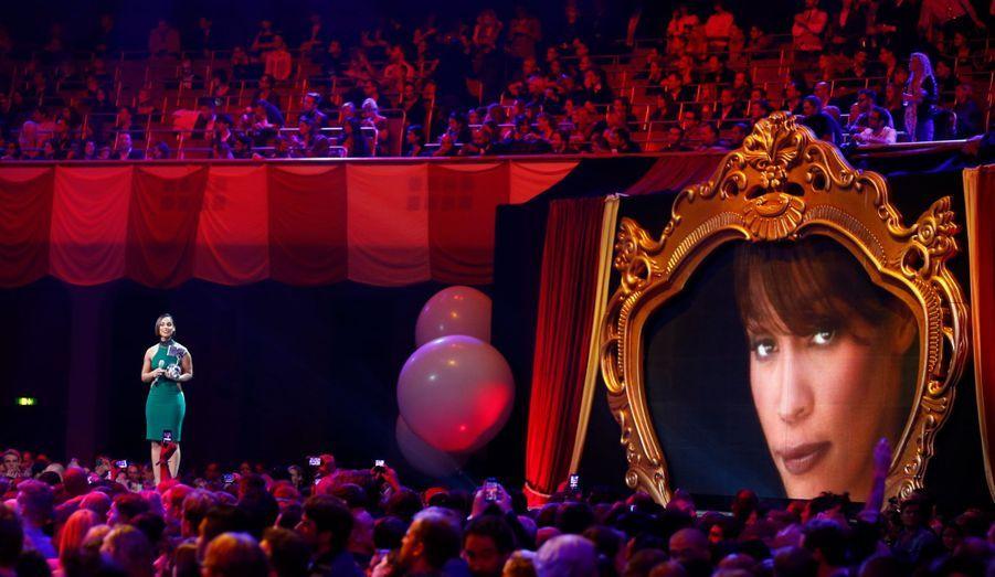 Alicia Keys était sur scène afin de rendre un hommage à la chanteuse disparue cette année.