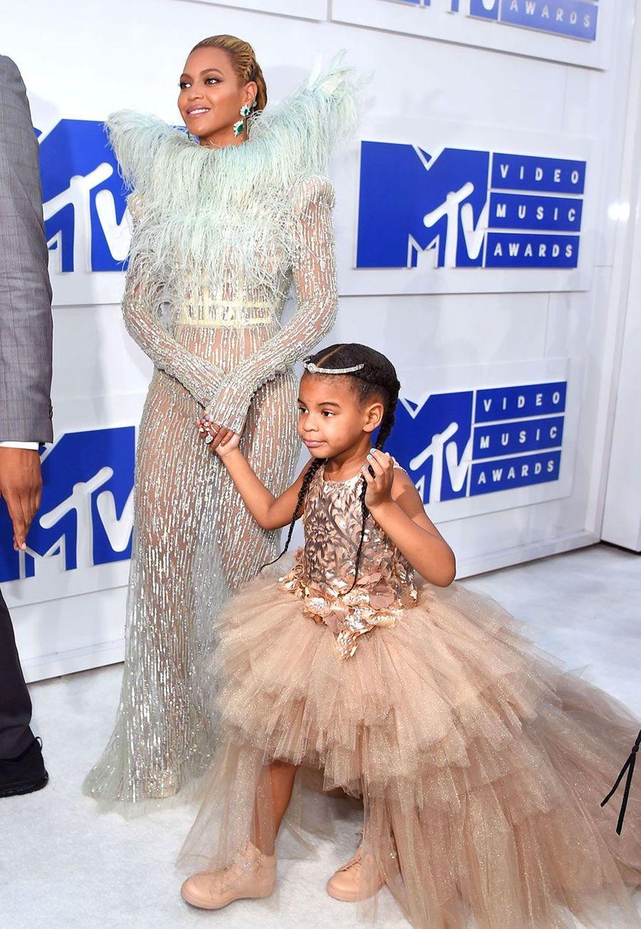 Beyoncé et sa fille Blue Ivy lors de la cérémonie des MTV VMA Awards dimanche