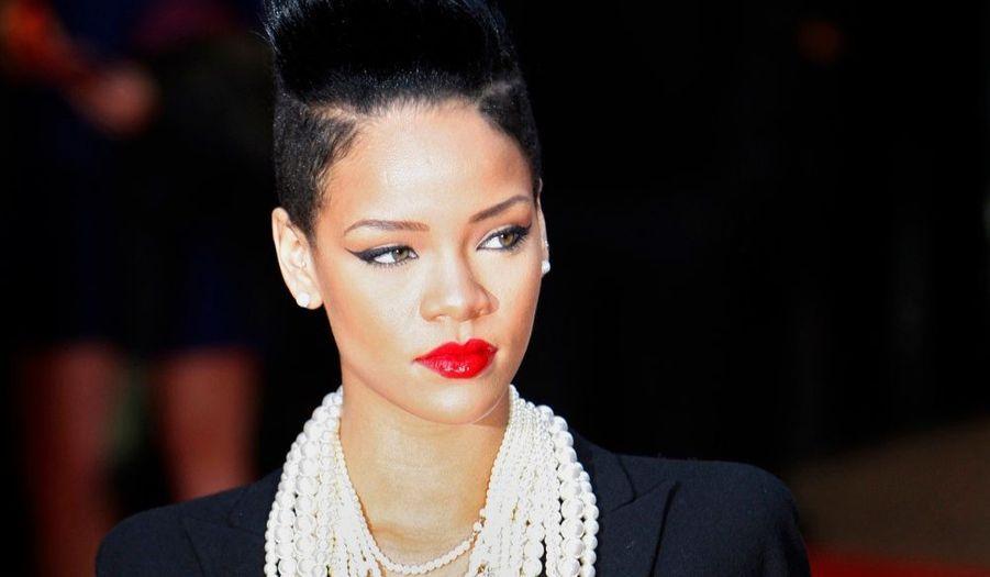 Rihanna, qui a été agressée par son compagnon de l'époque, en février dernier, va, pour la première fois, s'exprimer sur le sujet, sur le plateau de Larry King, comme l'avait fait Chris Brown lui-même en septembre dernier. L'émission Good Morning America sera diffusée jeudi soir sur CNN. La chanteuse barbadienne de 21 ans a déjà fait son retour sur scène en septembre, et se prépare maintenant à sortir son quatrième album, Rated R, à la fin du moi.