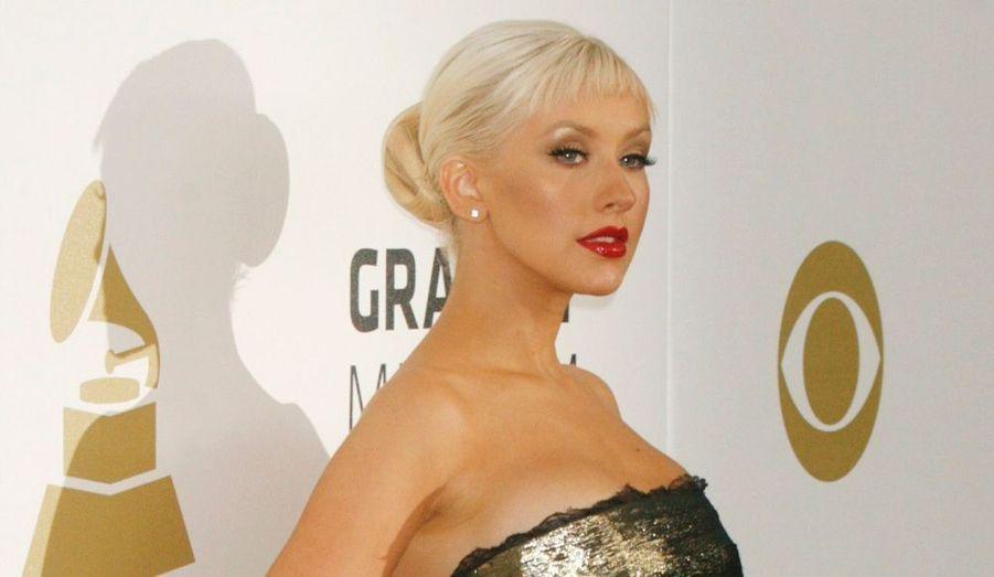 Christina Aguilera cherche à se rapprocher encore plus de ses fans. De ce fait, la chanteuse propose à ces derniers de passer le réveillon avec elle au club Tao de Las Vegas. Prix du billet : 150 dollars, soit 100 euros. A ce tarif, l'entrée, le spectacle, la nourriture et la boisson à volonté sont offerts.