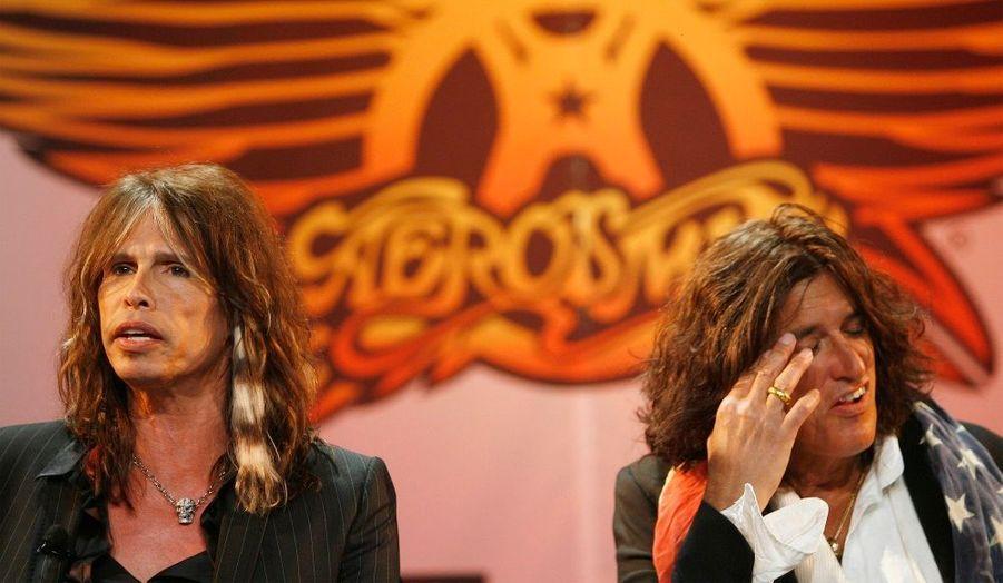 """Steven Tyler, le charismatique chanteur du groupe Aerosmith, aurait semble-t-il décidé de quitter le groupe. C'est du moins ce que croit savoir le guitariste de la bande, Joe Perry, qui a déclaré au Las Vegas Sun: """"Steven est parti, pour autant que je sache. Je n'en sais pas plus que vous sur cette histoire"""""""
