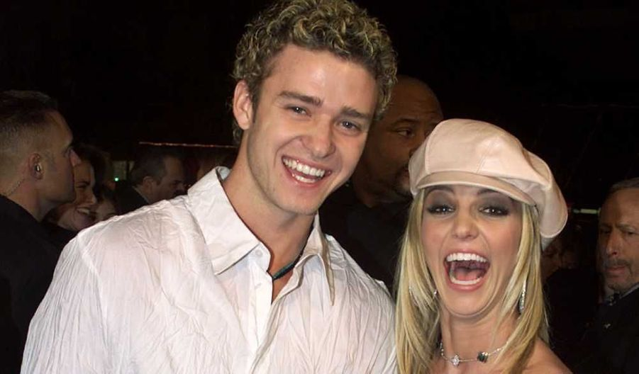 Justin Timberlake est sorti avec Britney Spears de 1998 à 2002. Ils se sont rencontrés au Mickey Mouse Club, à l'âge de 12 ans.