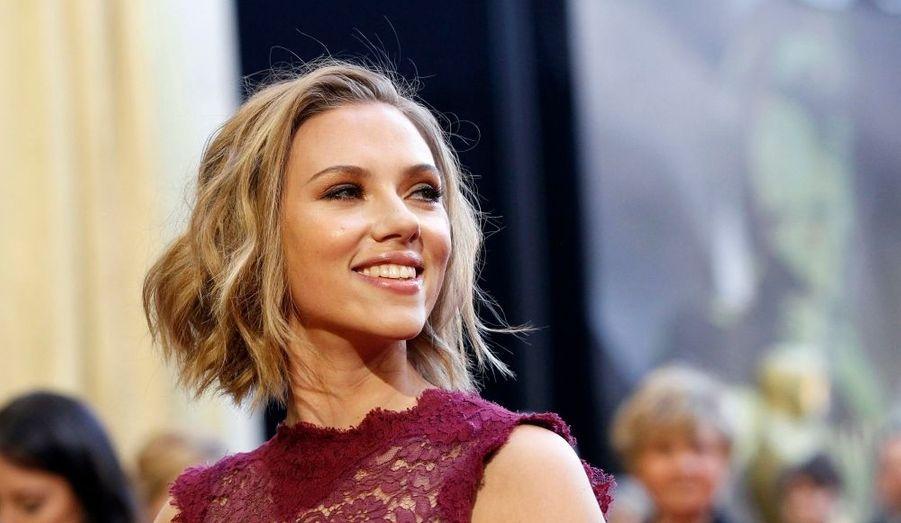 Scarlett Johansson, qui apparaît dans le clip de Justin Timberlake What Goes Around, aurait succombé au charme du beau brun en janvier dernier, qui l'aurait bien réconfortée lors de sa rupture avec Ryan Reynolds.