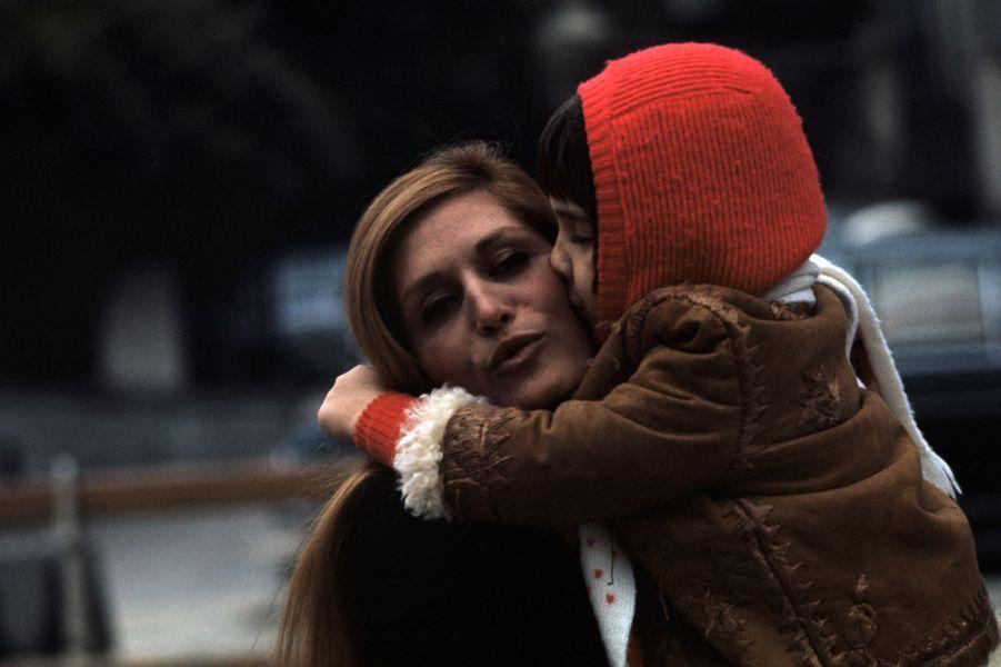 Moment de tendresse pour Dalida et son neveu et filleul Luigi