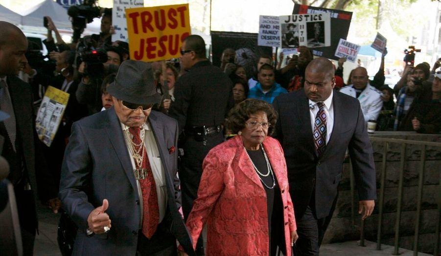 Katherine et Joe Jackson arrivent pour le verdict