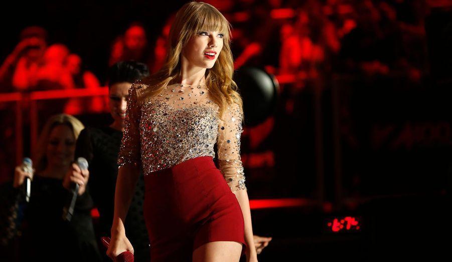 A l'appel de la radio Z100, plusieurs artistes se sont réunis au Madison Square Garden ce vendredi afin de lancer les festivités de Noël à New York. Au programme, les stars des ados: Taylor Swift, Justin Bieber et One Direction. Le chanteur Jason Mraz était également présent. Retour en images sur la soirée.