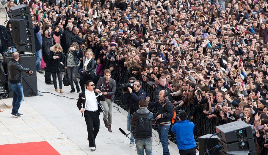 Plus de 20 000 personnes ont répondu présents au flash-mob.