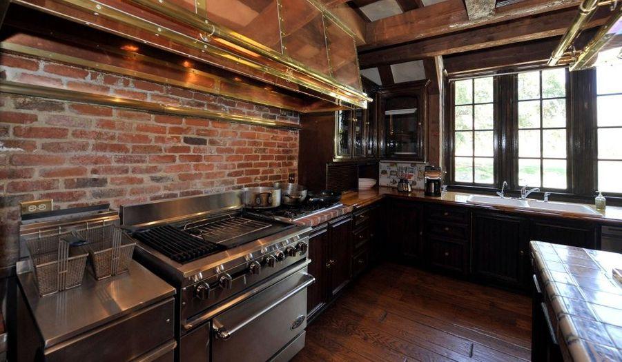 Une large vue de la cuisine de Michael Jackson.