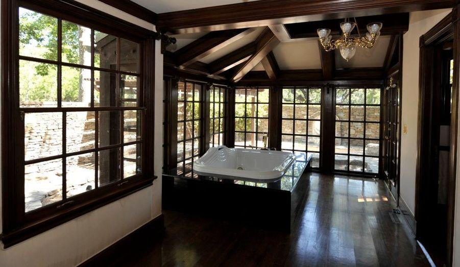 Une des salles de bain du ranch.