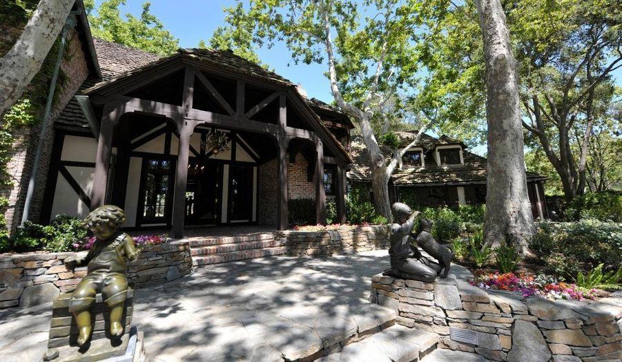 Le ranch de Michael Jackson et ses statues de bronze.