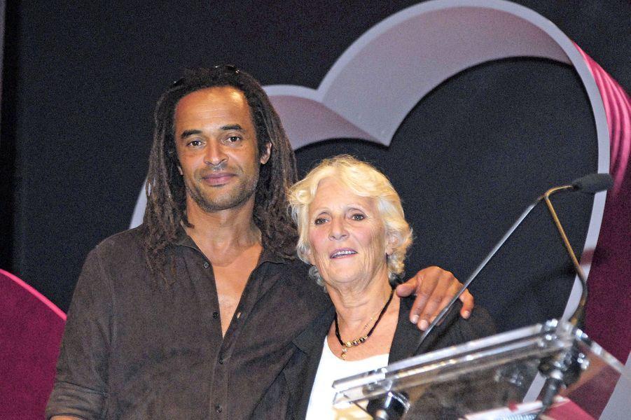Yannick Noah et sa mère Marie-Claire à Paris, le 19 mai 2006.