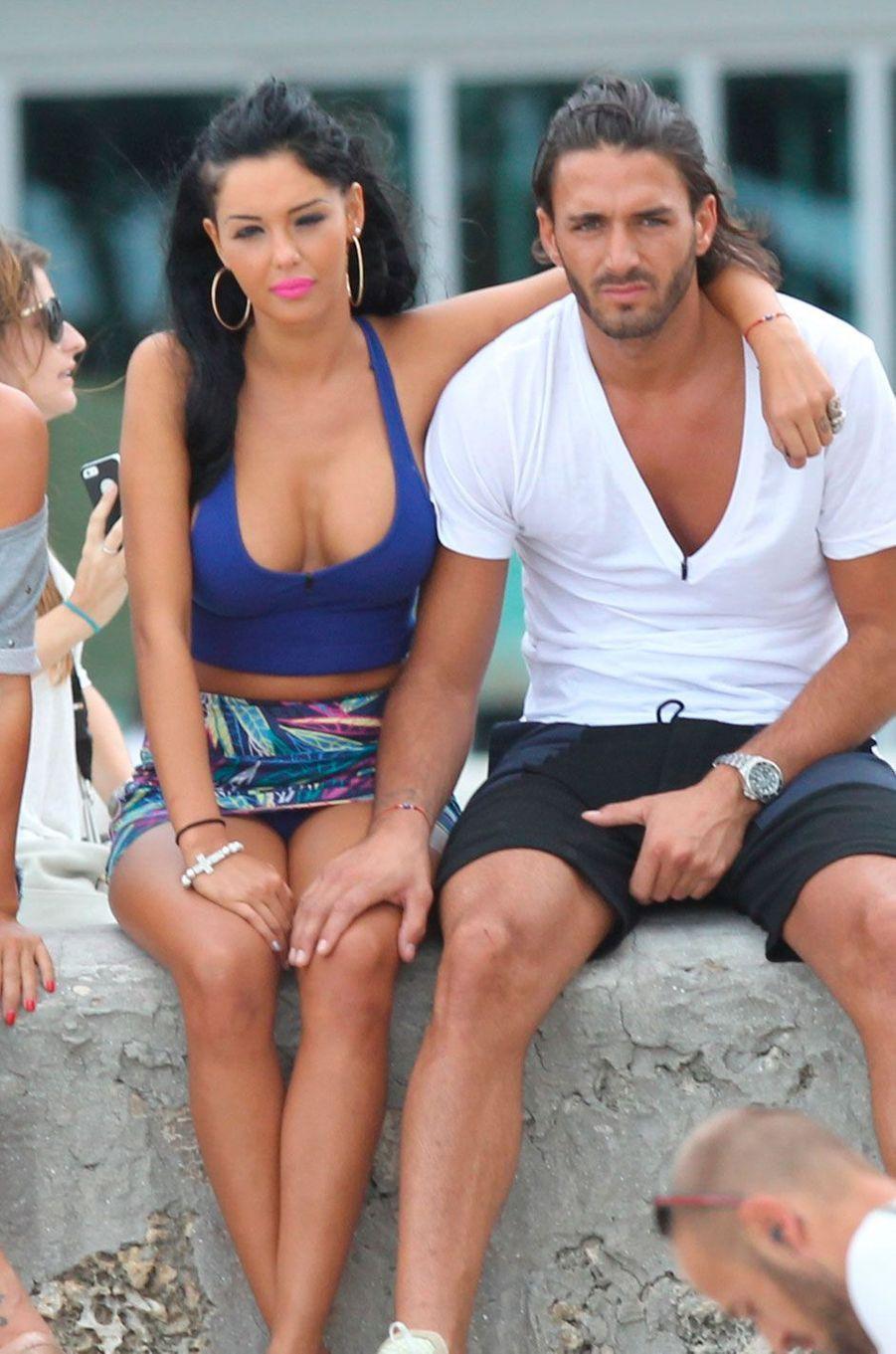 """Nabilla et Thomas en 2013 sur le tournage des """"Anges en Floride"""""""
