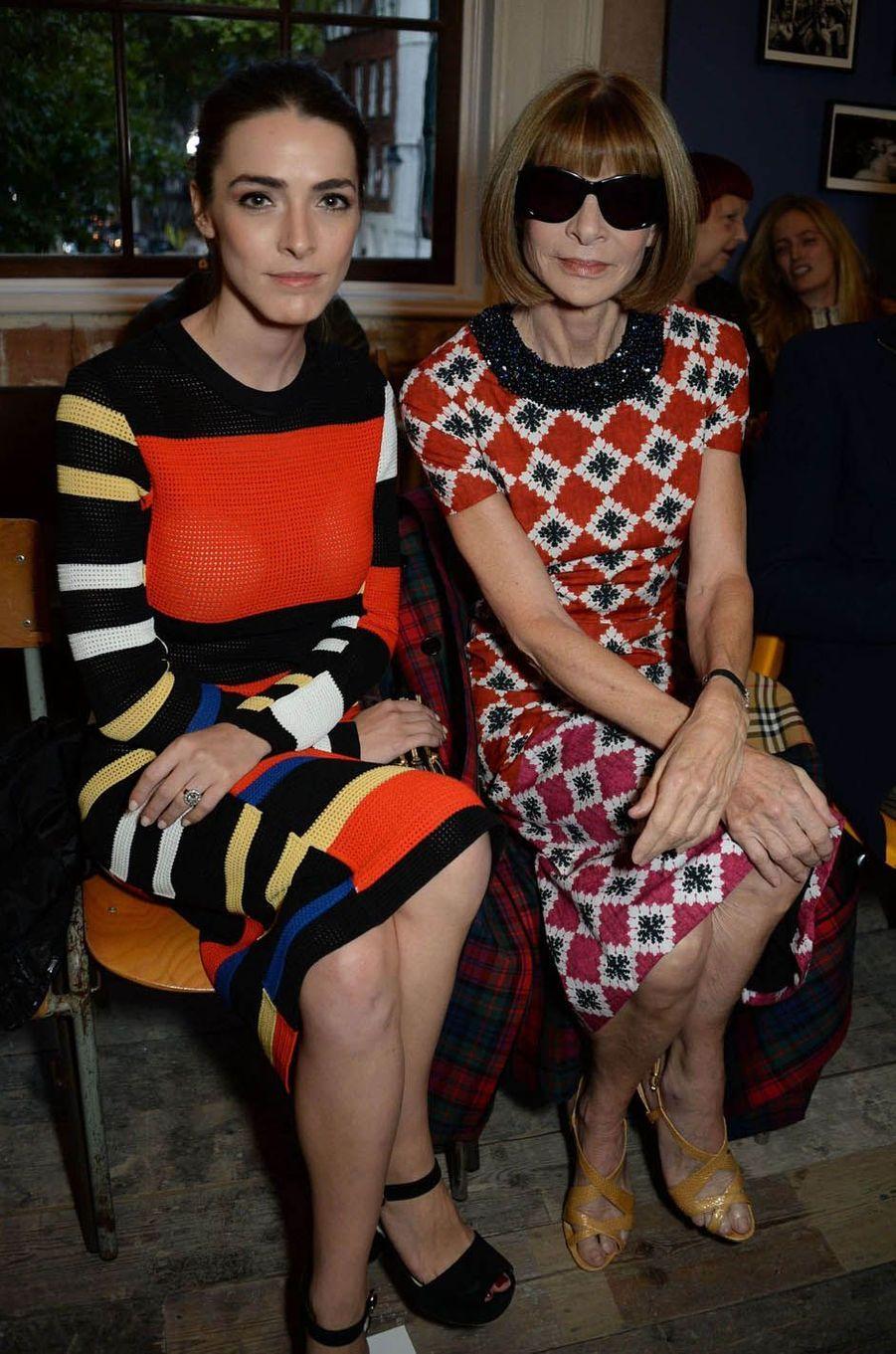 Bee Schaffer et Anna Wintourau défilé Burberry à la Fashion Week de Londres, le 16 septembre 2017.