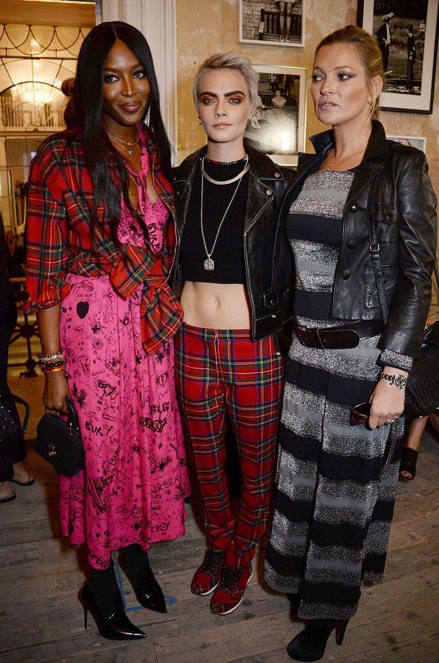 Naomi Campbell, Cara Delevingne et Kate Mossau défilé Burberry à la Fashion Week de Londres, le 16 septembre 2017.