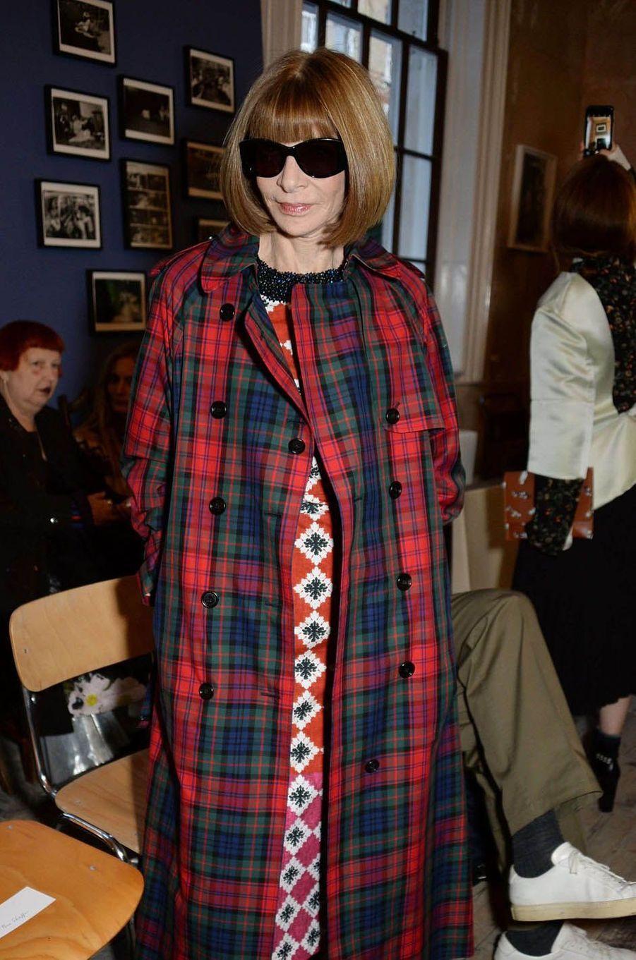 Anna Wintourau défilé Burberry à la Fashion Week de Londres, le 16 septembre 2017.