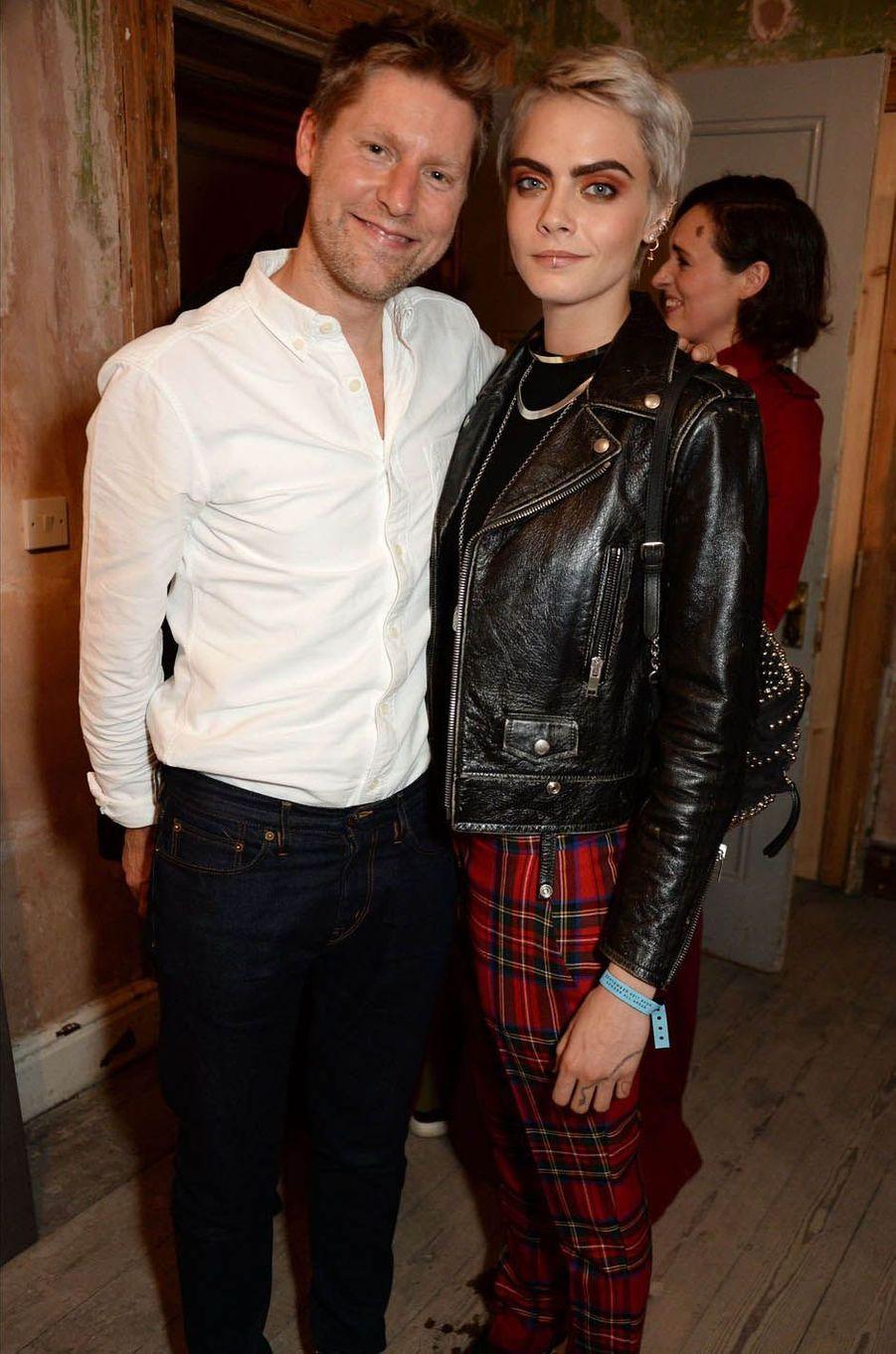 Christopher Bailey et Cara Delevingneau défilé Burberry à la Fashion Week de Londres, le 17 septembre 2017.