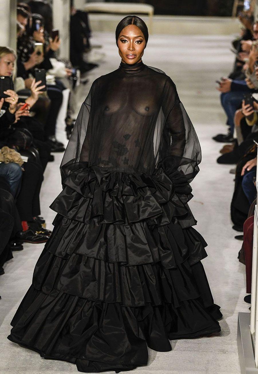 Naomi Campbell au défilé Haute couture Valentino mercredi, à Paris