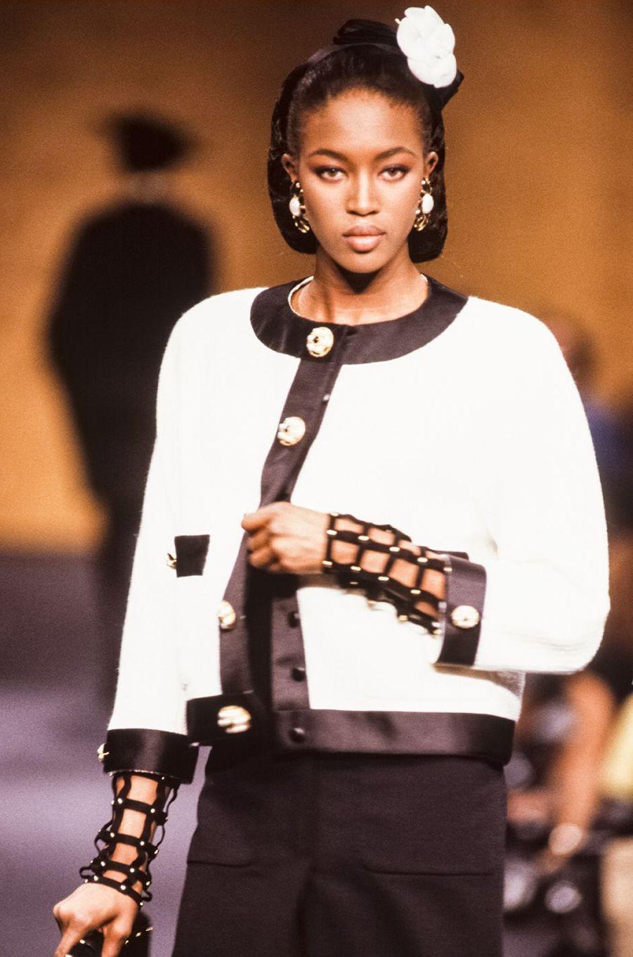 Naomi Campbell au défilé Chanel Haute Couture à Paris en juillet 1989