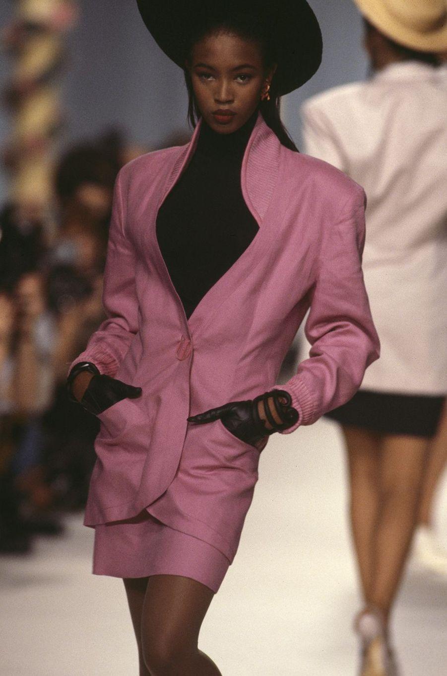 Naomi Campbell lors du défilé Karl Lagerfeld à Paris en octobre 1987