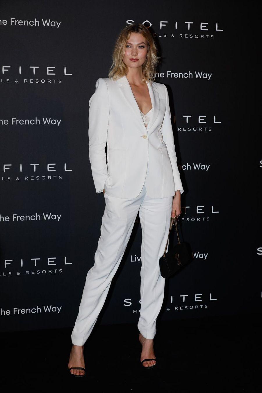 """Karlie Kloss à la soirée """"La nuit by Sofitel"""" au pavillon Cambon à Paris, le 28 février 2019"""