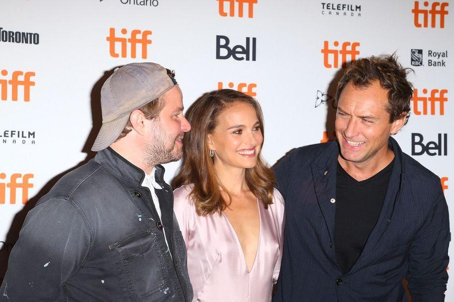 """Brady Corbet, Natalie Portman et Jude Law présente """"Vox Lux"""" au festival de Toronto, vendredi 7 septembre"""