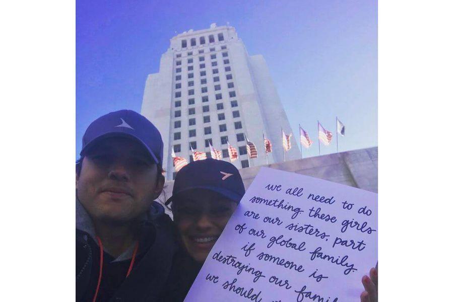 Ashton Kutcher et Mila Kunisà la Marche des Femmes