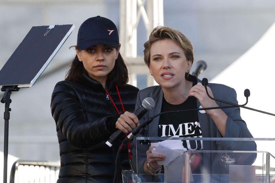 Mila Junis et Scarlett Johansson à la Marche des Femmes