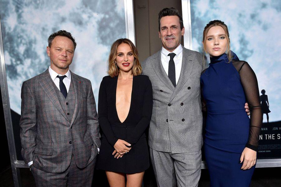 Noah Hawley, Natalie Portman, Jon Hamm et Pearl Amanda Dicksonà l'avant-première du film «Lucy in the Sky» à Los Angeles le 25 septembre 2019