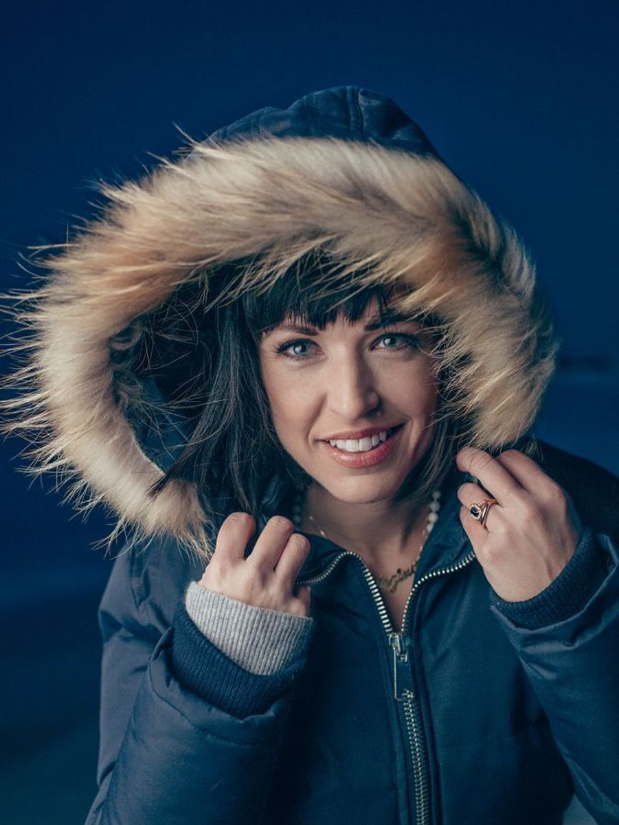 Natasha St-Pier a plus d'une casquette : prof de yoga, diététicienne, mais avant tout chanteuse, elle prépare son 12e album pour 2018.