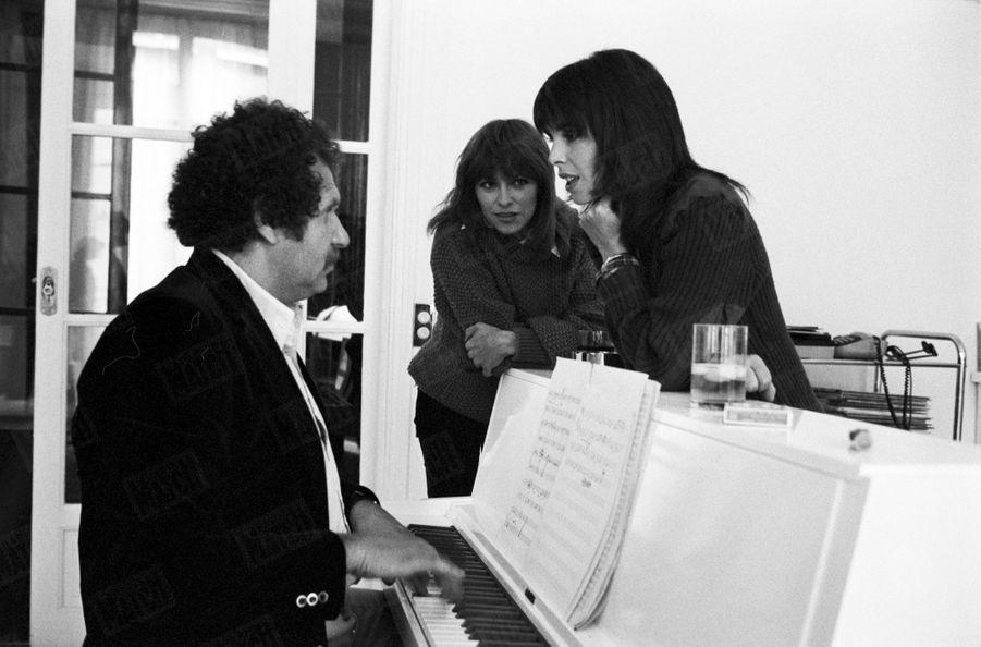 Nathalie Delon en compagnie de Dani et Mort Shuman, en juin 1976.