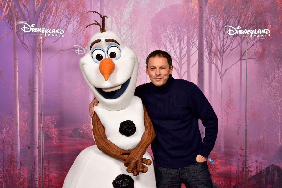Marc-Olivier Fogielau côté d'Olaf de «La Reine des Neiges».