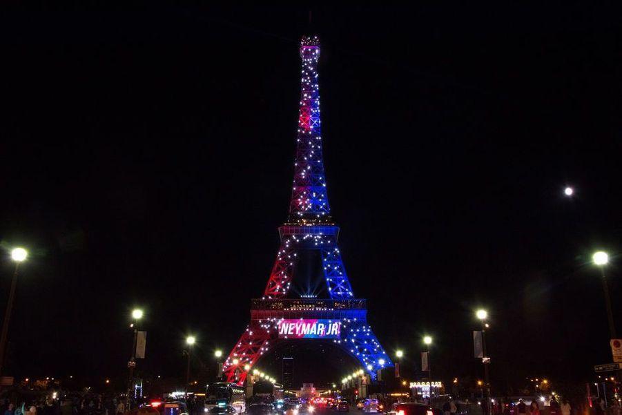 Le nom de Neymar Jr. affiché sur la Tour Eiffel