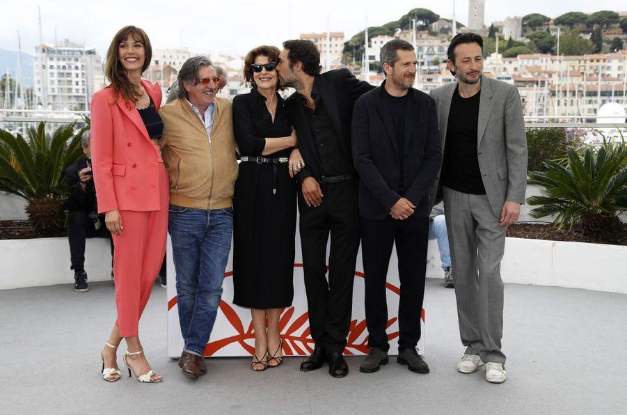 Doria Tillier, Daniel Auteil, Fanny Ardant, Nicolas Bedos, Guillaume Canet et Michael Cohenlors du photocall du film «La Belle Epoque» à Cannes le 21 mai 2019