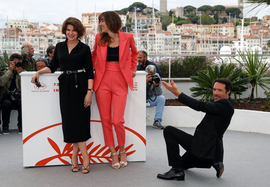 Fanny Ardant, Doria Tillier et Nicolas Bedos lors du photocall du film «La Belle Epoque» à Cannes le 21 mai 2019