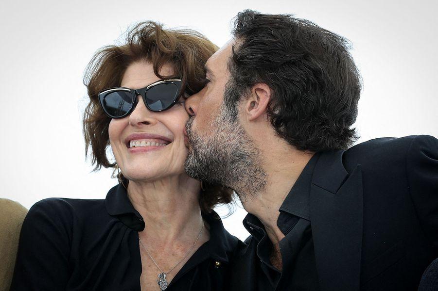 Fanny Ardant et Nicolas Bedos lors du photocall du film «La Belle Epoque» à Cannes le 21 mai 2019