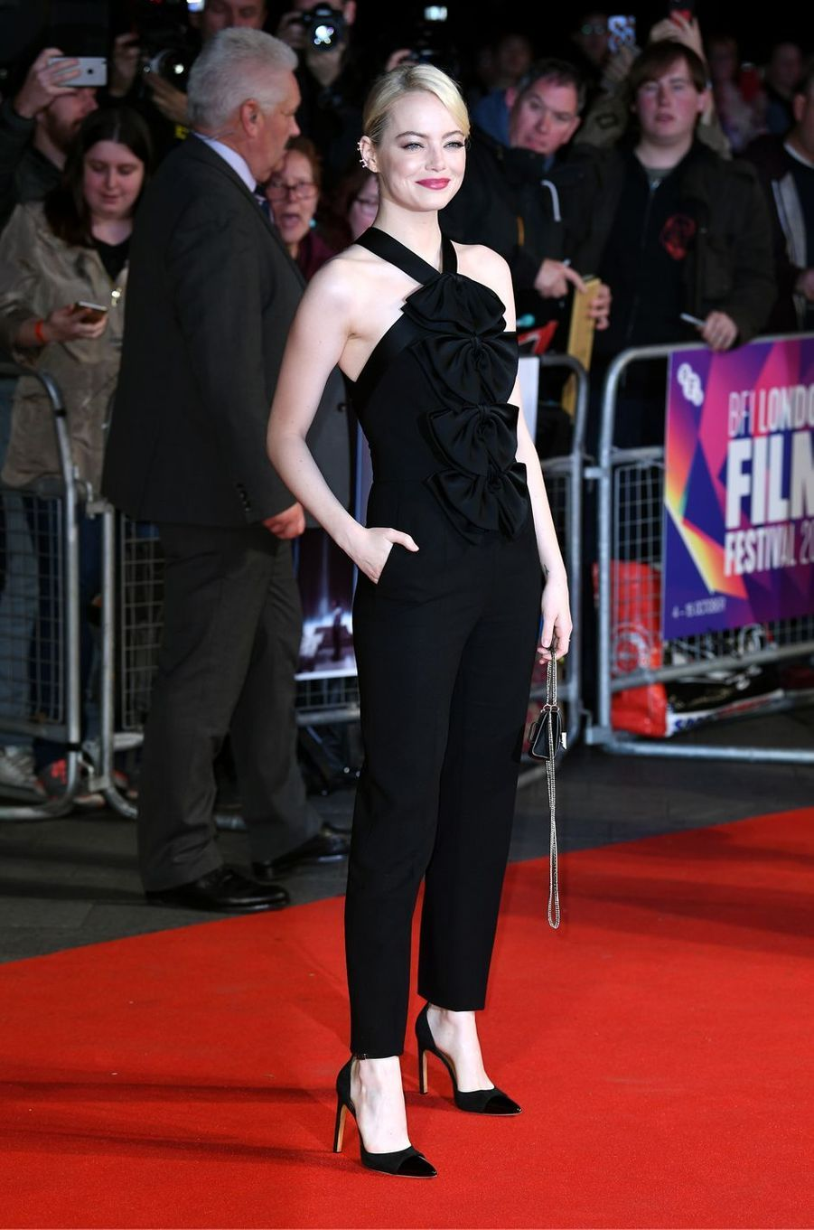 """Emma Stone à l'avant-première de """"Mise à mort du cerf sacré"""" à Londres, le 12 octobre 2017."""