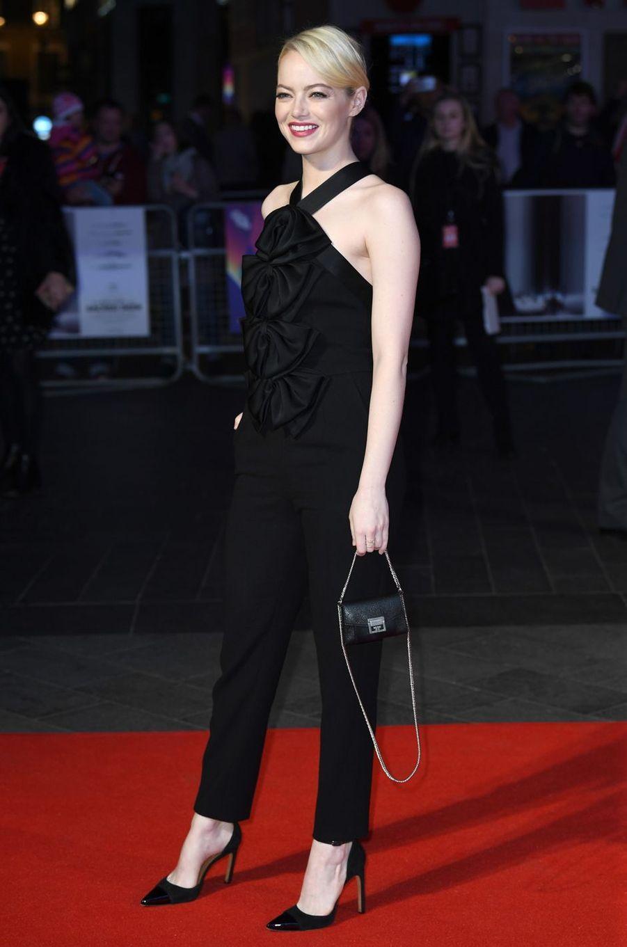 """Emma Stoneà l'avant-première de """"Mise à mort du cerf sacré"""" à Londres, le 12 octobre 2017."""