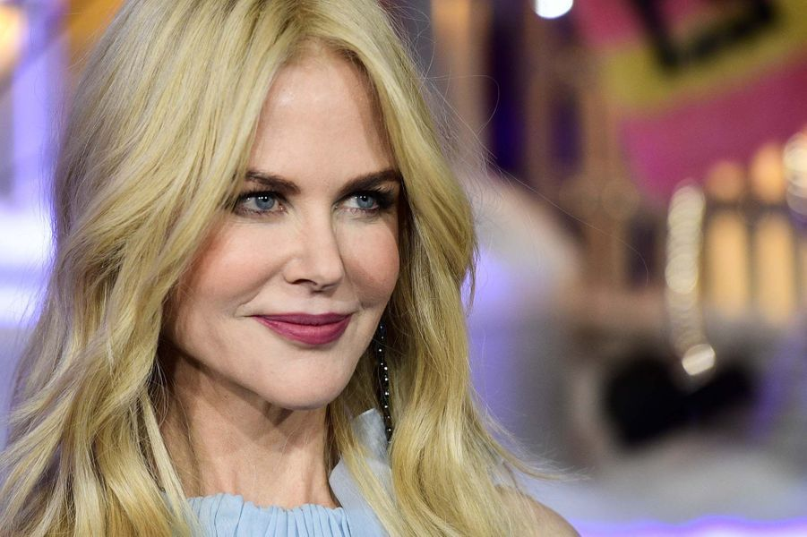 Nicole Kidman inaugure les vitrines de Noël du Printemps à Paris.