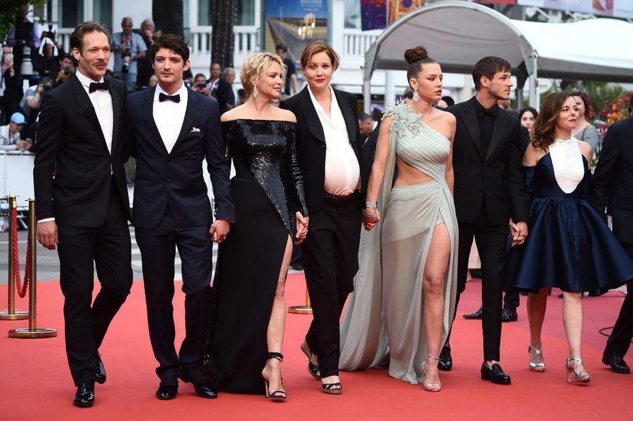 Paul Hamy, Niels Schneider, Virginie Efira, Justine Triet, Adele Exarchopoulos, Gaspard Ulliel et Laure Calamy à Cannes, le 24 mai 2019