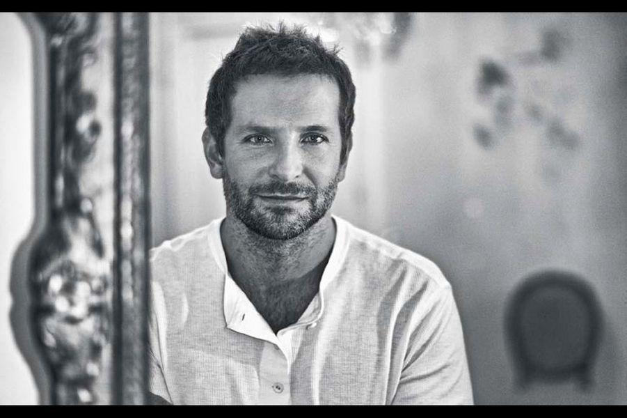 """Bradley Cooper :""""Je l'ai rencontré il y a six ans, juste avant la réussite de «Very Bad Trip». Un garçon prévenant et à l'écoute. Et puis le film a été un carton mondial, le beau gosse est devenu une star. Aujourd'hui, il est considéré à Hollywood comme l'un des acteurs producteurs les plus en vogue. Nous nous sommes revus plusieurs fois et j'ai toujours retrouvé ce garçon au français sexy qui a vécu à Aix-en- Provence et qui aime parler aux journalistes dans la langue de Molière. Bradley est intelligent et instinctif, il a vite compris que de jouer seulement au jeune premier devant l'objectif serait frustrant à long terme. L'acteur réfléchit et se méfie du reflet de sa propre image, même quand il regarde mon appareil à travers un vieux miroir."""""""
