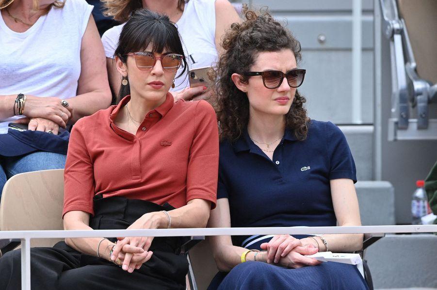 Nolwenn Leroy et sa soeur Kay à Roland-Garros le 4 juin 2019