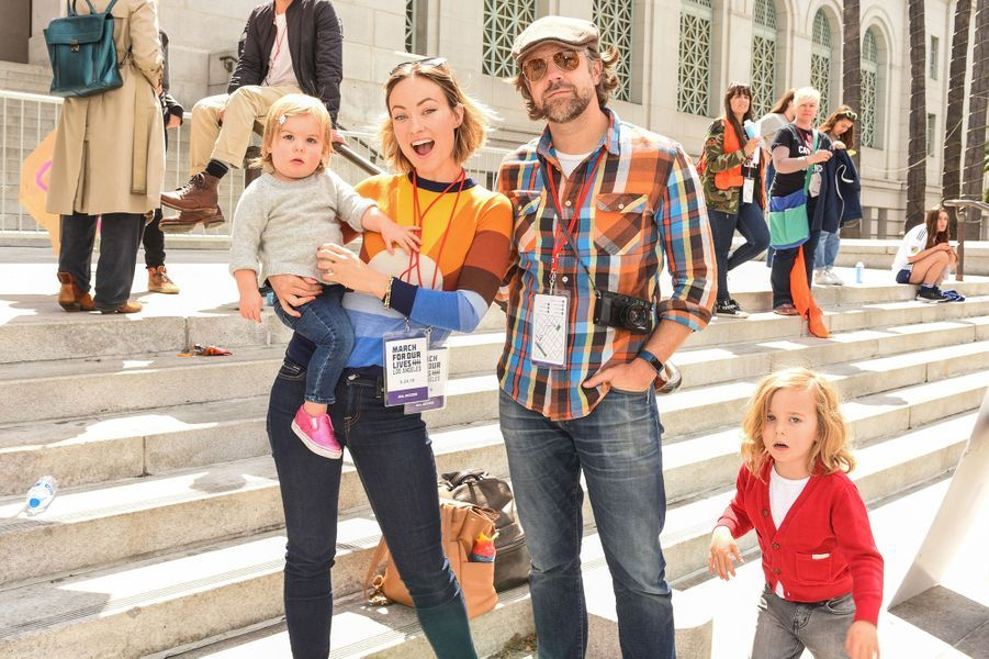 Olivia Wilde et Jason Sudeikis avec leurs enfants Otis et Daisy lors de la Women's March à Los Angeles en mars 2018