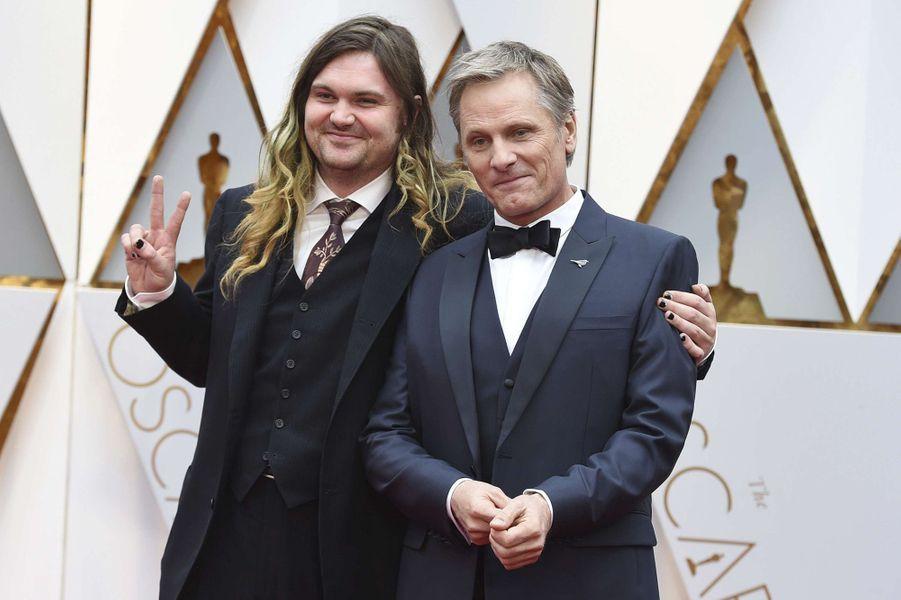 Viggo Mortensen et son fils Henry.
