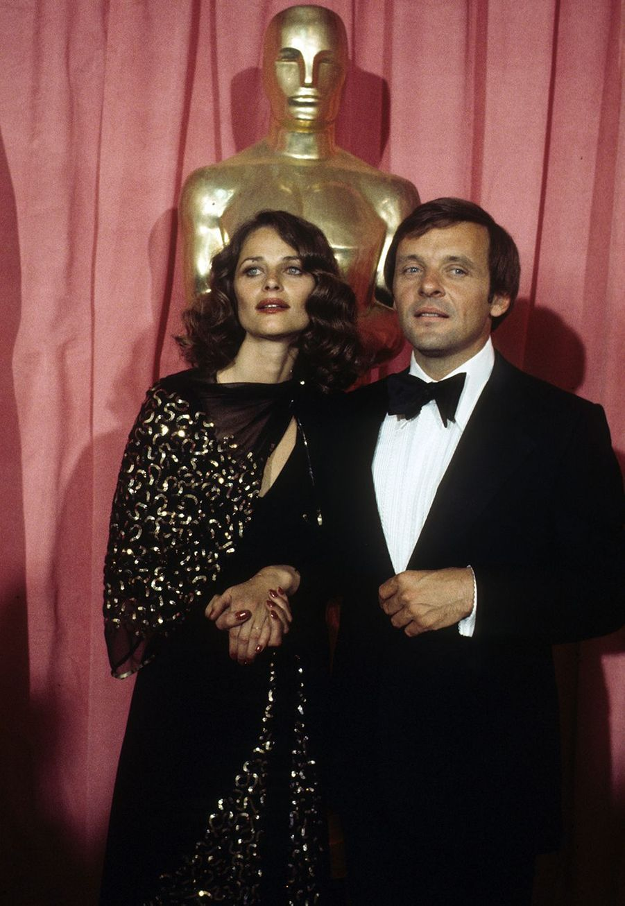 Anthony Hopkins (avec Charlotte Rampling) lors des Oscars en 1976