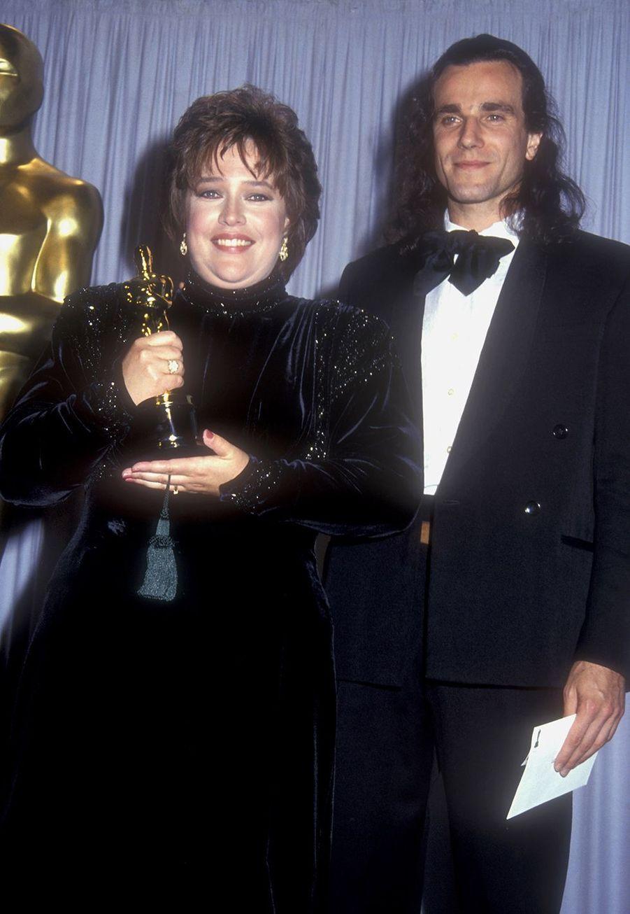 Kathy Bates (meilleure actrice pour «Misery») au côté de Daniel Day-Lewis aux Oscars en 1991