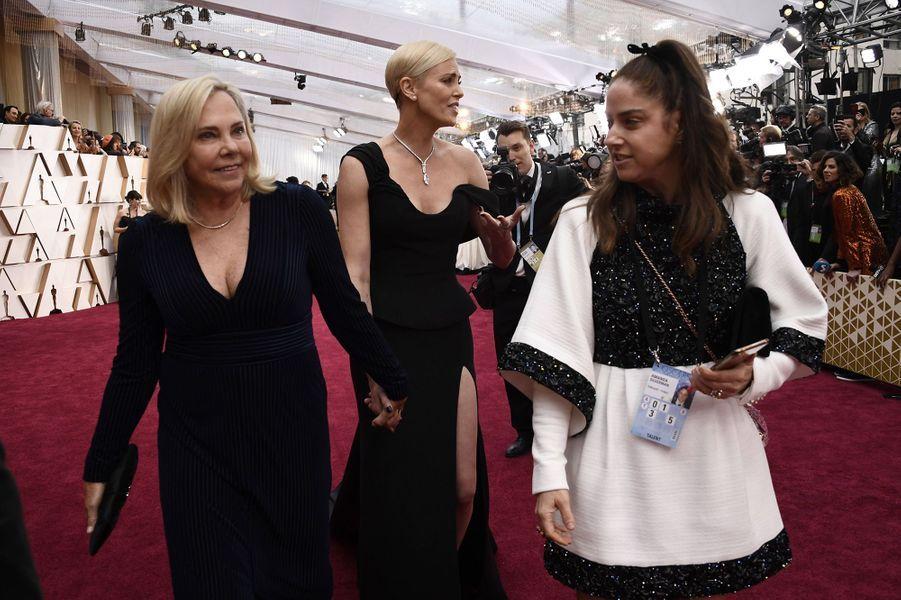 Charlize Theron et sa mère Gerdaaux Oscars à Los Angeles le 9 février 2020