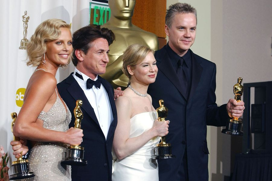 """2004 : Charlize Theron (meilleure actrice pour """"Monster""""), Sean Penn (meilleur acteur dans """"Mystic River""""), Tim Robbins (meilleur second rôle dans """"Mystic River"""") et Renée Zellweger (meilleure second rôle dans """"Retour à Cold Mountain"""")"""