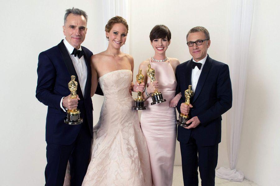 """2013 :Daniel Day-Lewis (meilleur acteur dans """"Lincoln""""), Jennifer Lawrence (meilleure actrice dans """"Happiness Therapy""""), Anne Hathaway (meilleure second rôle dans """"Les Misérables"""") et Christoph Walz (meilleur second rôle dans """"Django Unchained"""")"""