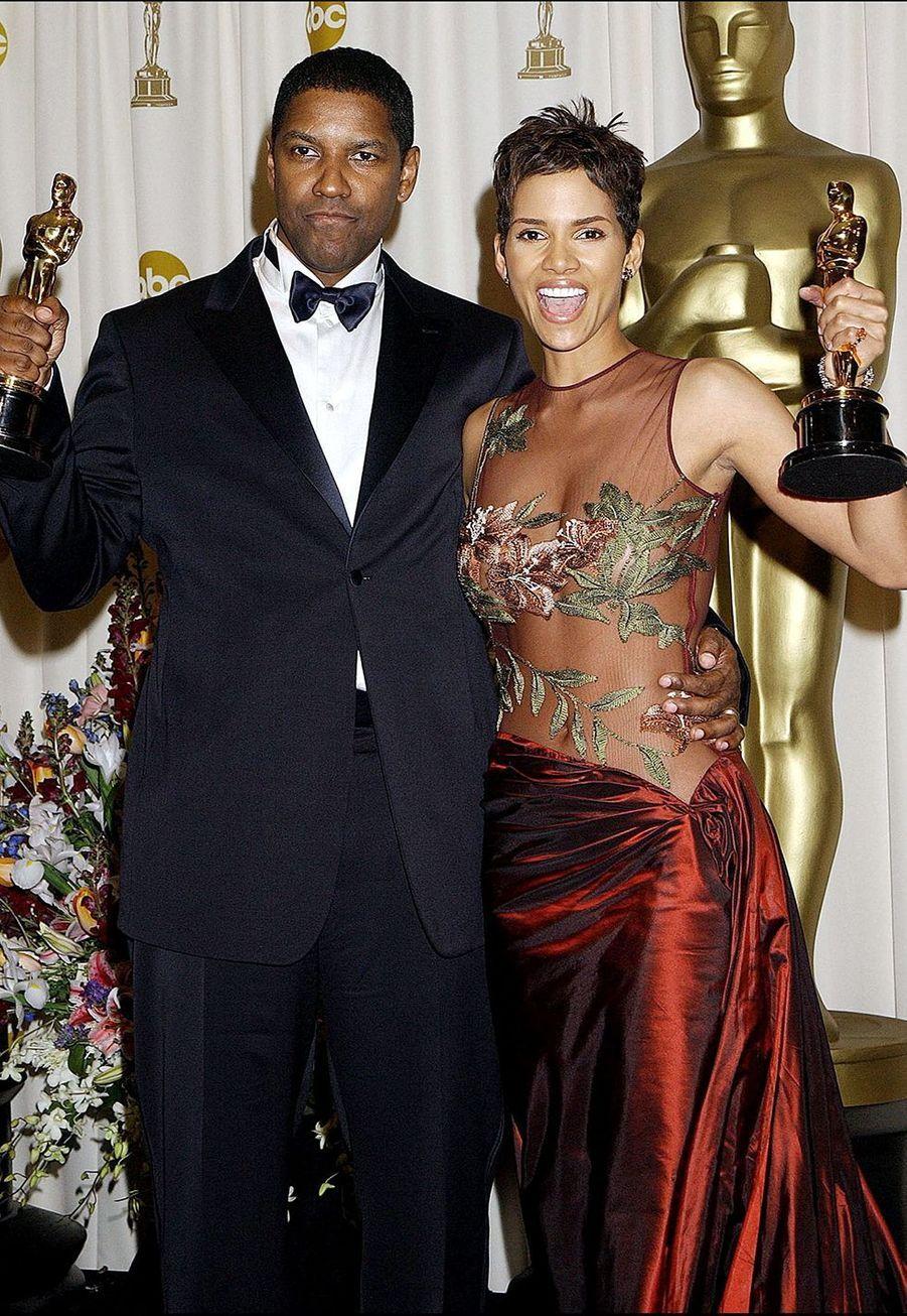 """2002 : Denzel Washington (meilleur acteur pour """"Training Day"""") et Halle Berry (meilleure actrice pour """"A l'ombre de la haine"""")"""